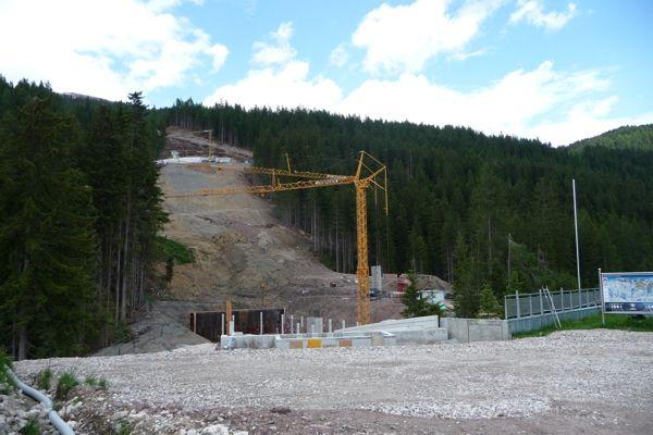 Rodungsarbeiten für die Piste Drei Zinnen auf den Stiergarten, ein Baustein für den skitechnischen Zusammenschluss Helm-Rotwand 2014 (Foto: Archiv AVS).